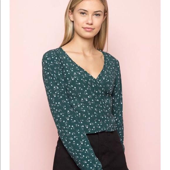 56449bbea4098 Brandy Melville crop teal green floral vneck coco